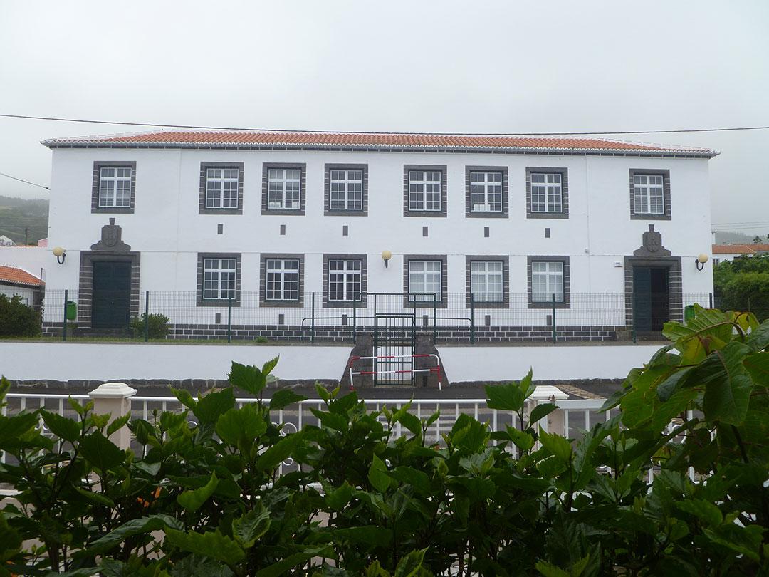 Escola Primária das Doze Ribeiras
